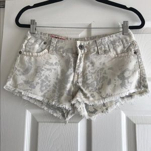 1st kiss booty shorts